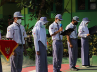 SMK Negeri Tanjungsari Gelar Upacara HUT KE-76 RI Terbatas